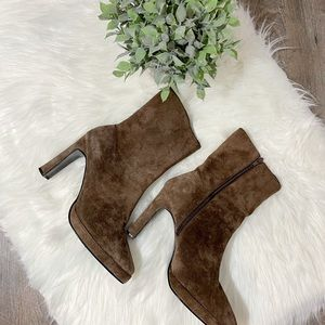 Newport News womens brown suede boots